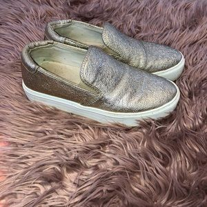 Kenneth Kole Sneakers